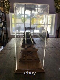 G Gauge Scale Locomotive Train Display Case with Wood Trestle Bridge Garden Gage